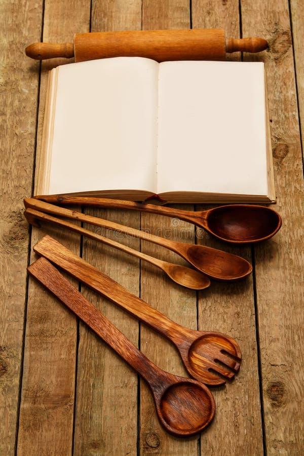 Ustensiles en bois de cuisine photo libre de droits