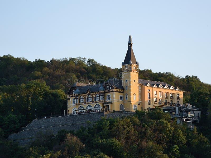 Usti nad Labem, чехия - 24-ое июня 2019: Замок Vetruse на заходе солнца стоковое изображение