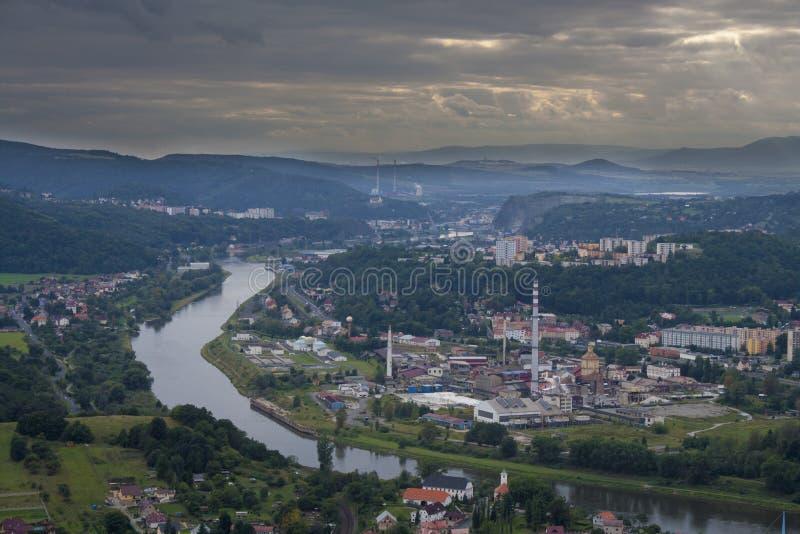 Usti NAD Labem avec venir de tempête photos stock