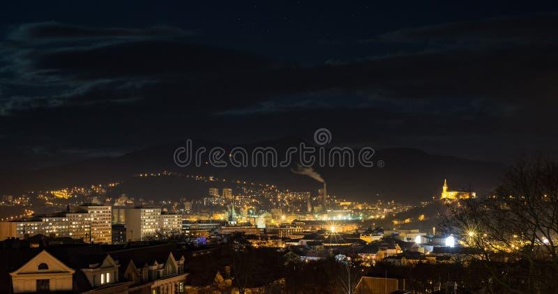 Usti nad Labem linia horyzontu przy nocą obrazy stock