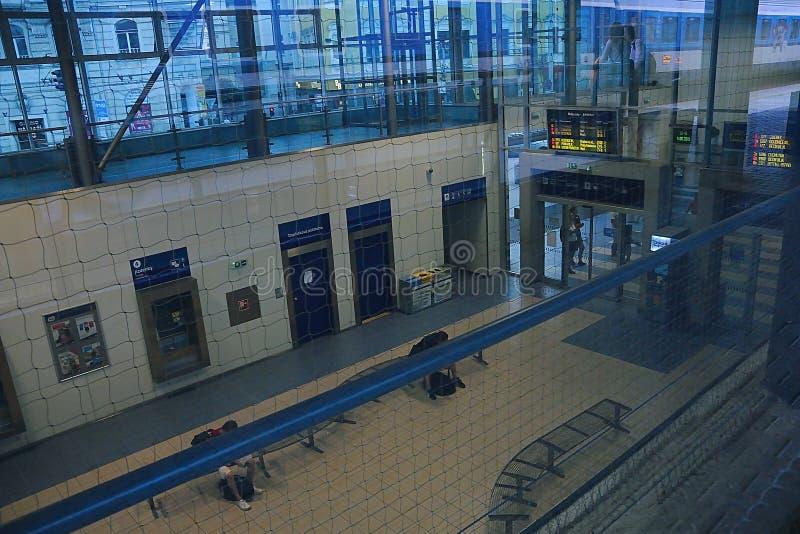 Usti NAD Labem, République Tchèque - 14 juin 2019 : vestibule de station de train à la soirée de sommer photo stock