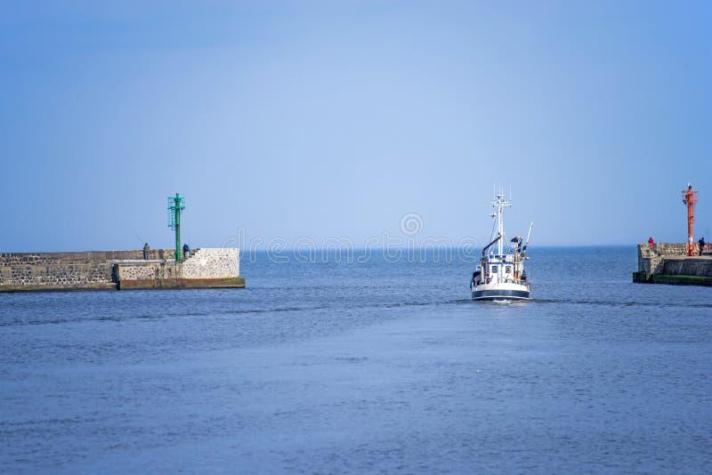 Ustka Polen ingång av hamnstaden royaltyfri foto