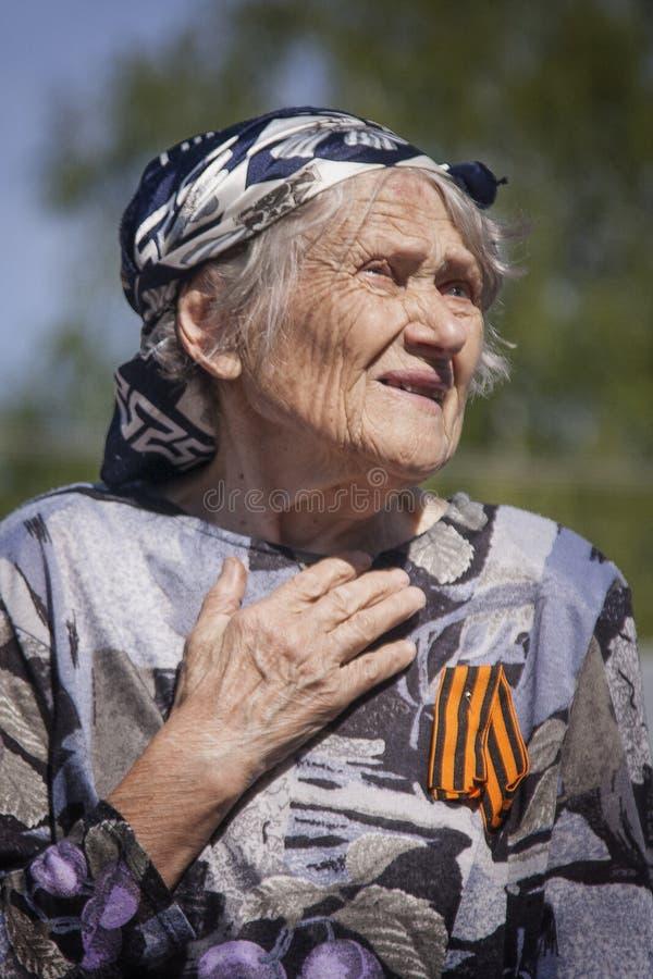 Ustyuzhna, región de Vologda, Rusia 9 de mayo de 2016 Celebración de la victoria en la Segunda Guerra Mundial Un veterano de la fotografía de archivo
