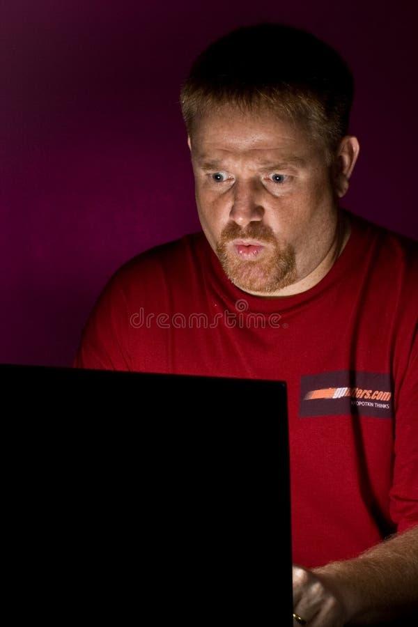 Usuário do caderno que olha irritado foto de stock royalty free