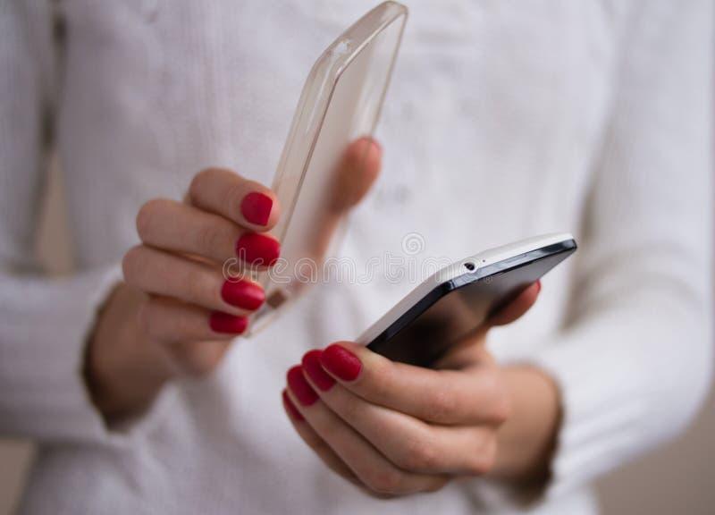 Usuwać pokrywę smartphone obraz stock