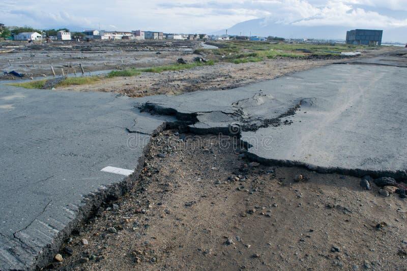 Uszkadzająca droga po tsunami Palu w 28 2018 Wrześniu zdjęcia royalty free