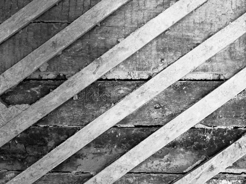 Uszkadzająca starego grunge tekstury drewniana czarny i biały ścienna powierzchnia dom zdjęcie stock
