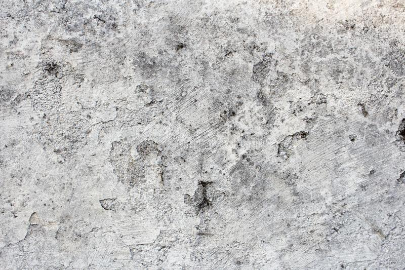 Uszkadzający i brudzi biel ścianę z i foremkę farby łupaniem i obieraniem, Grunge tło z kopii przestrzenią lub tekstura zdjęcie royalty free
