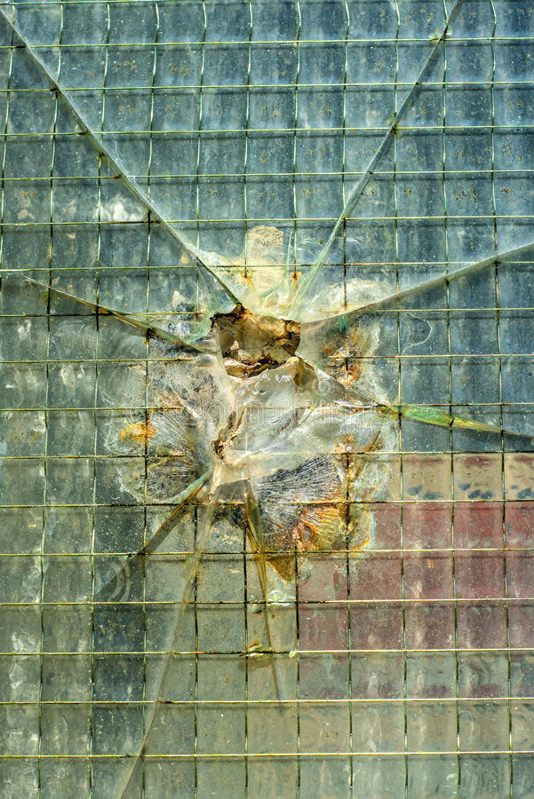Uszkadzający okno obraz stock