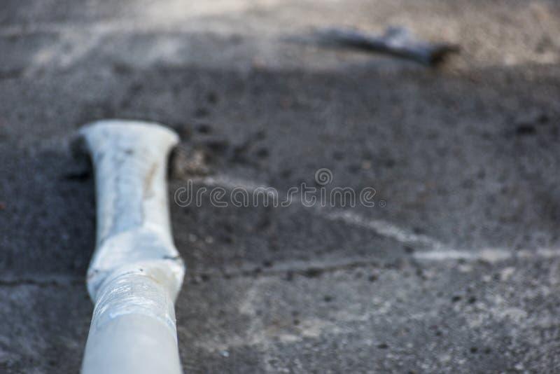 Uszkadzający słup od drogowego znaka obrazy stock