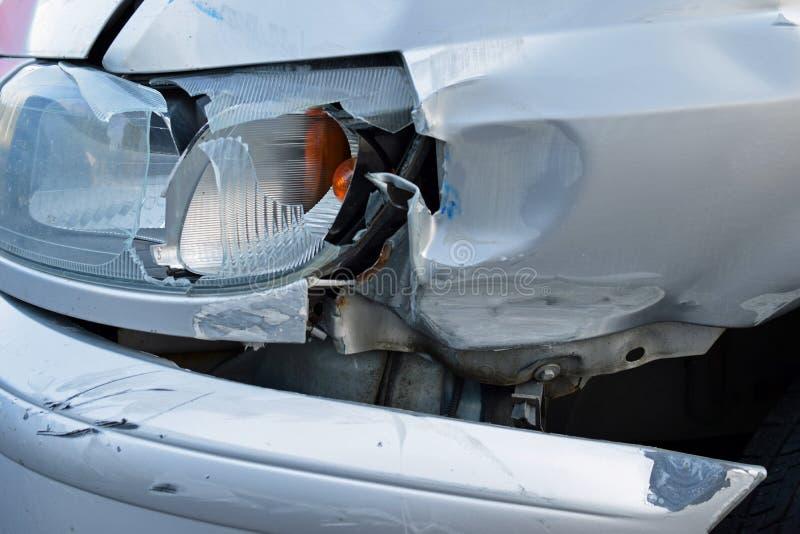 Uszkadzający samochód po wypadku fotografia stock