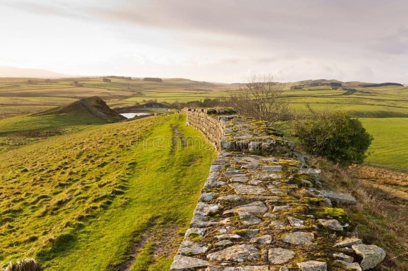 utöver cawfields bryter sten hadrians väggen royaltyfri bild