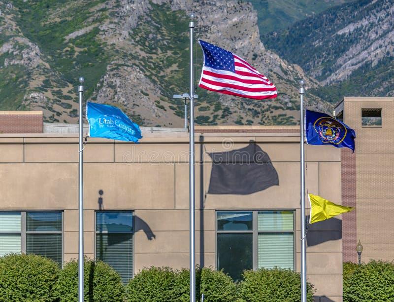 Utah County flaggaamerikanska flaggan och Utah flagga royaltyfria bilder