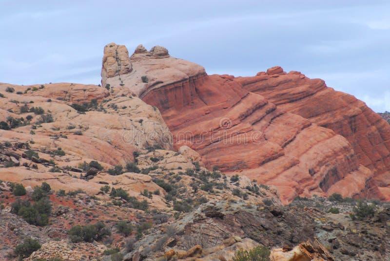 Utahs gemeißelte Klippen schön im Bogen-Nationalpark stockfoto