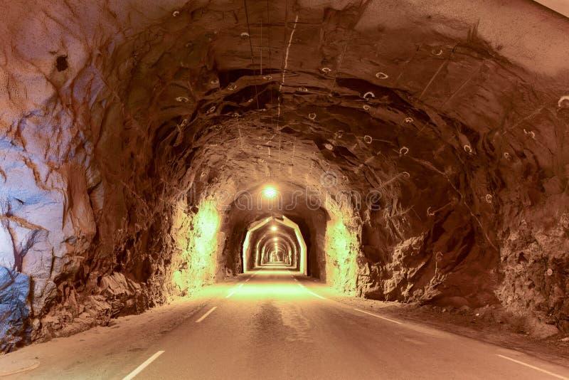 Utakleiv-Tunnel - Lofoten-Inseln, Norwegen stockbild