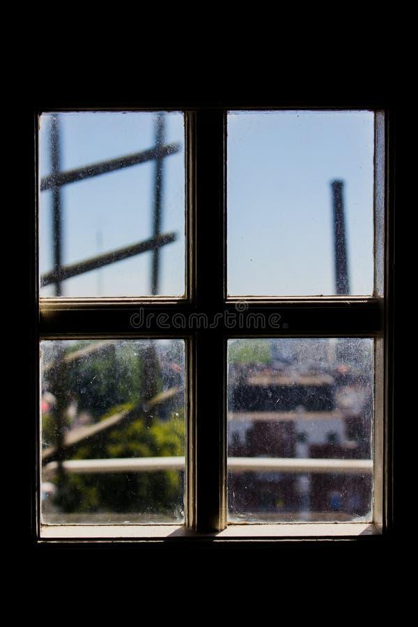 Utanför fönstret arkivfoto
