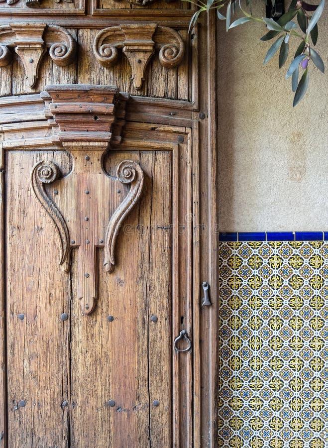 Utarbetad dörr, sydvästlig design royaltyfria foton