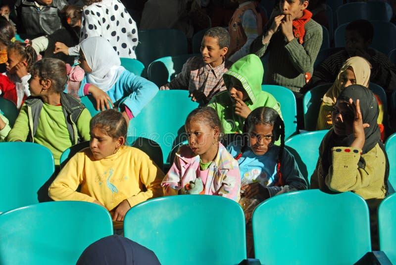 Utbilda fattiga ungar i Egypten arkivfoton