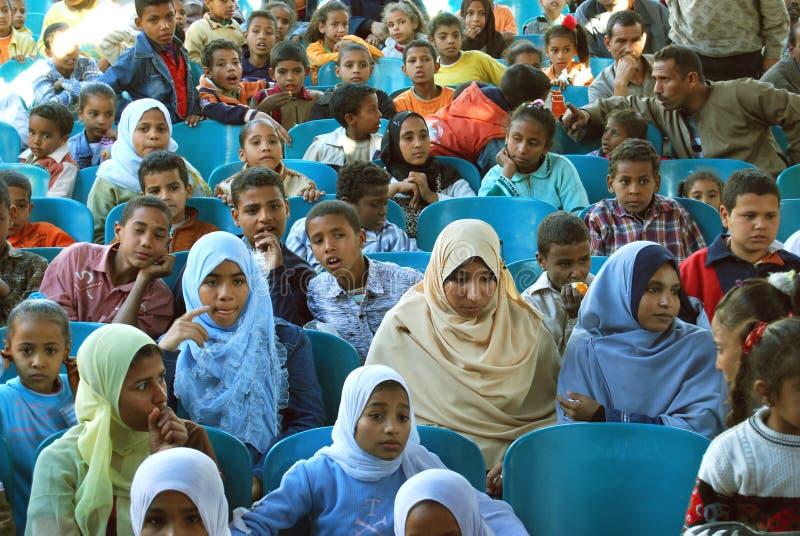 Utbilda fattiga ungar i Egypten, unga kvinnor royaltyfri bild