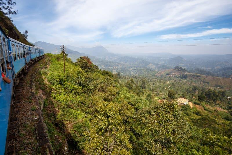 Utbilda från Ella till Kandy bland tropiska berg Sri Lanka royaltyfria foton