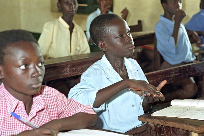 Utbildning för döva barn i teckenspråk arkivbilder
