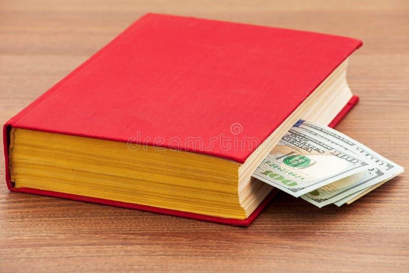 utbildning för pengar för bokaffärsdollar arkivbild