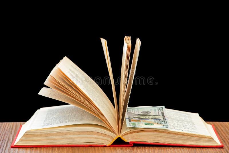 utbildning för pengar för bokaffärsdollar arkivfoto