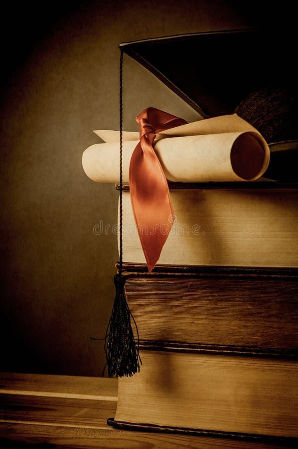 Utbildning och avläggande av examenbegrepp - tappning arkivbilder