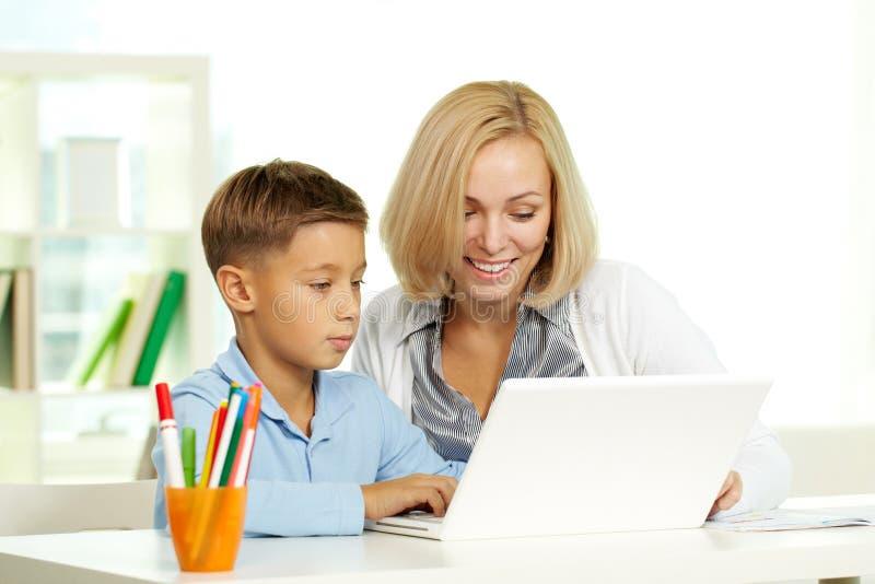utbildning online royaltyfri bild