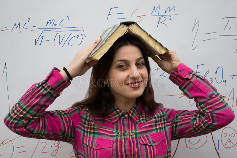 Utbildnings- och utvecklingsnivå Begrepp för studie för bok för kunskap för utvecklingsutbildning royaltyfria bilder