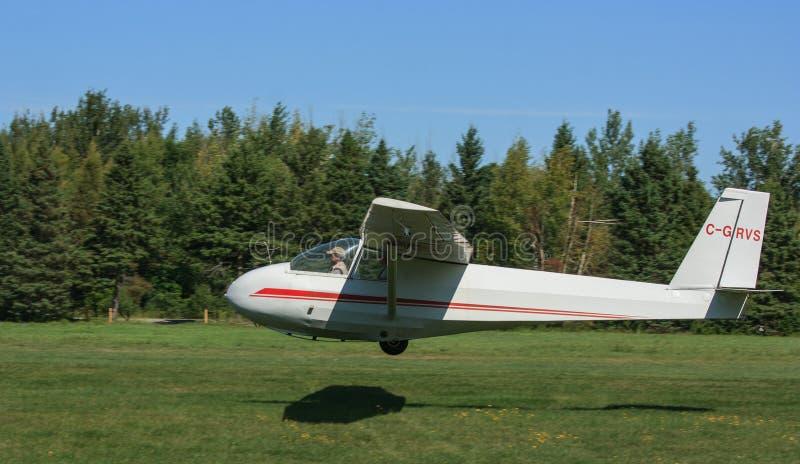 Utbildningsglidflygplanlandning arkivbilder