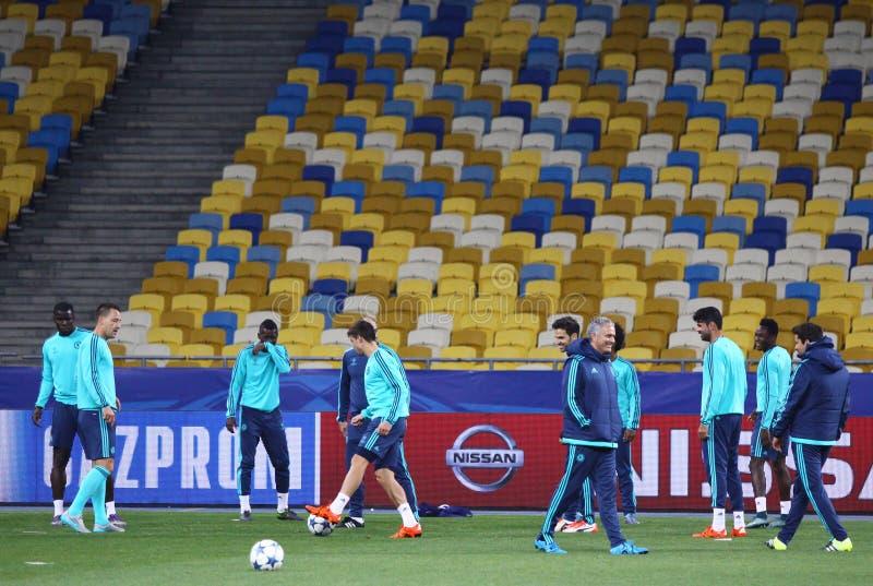 Utbildningsperiod för FC Chelsea på stadion för NSC Olimpiyskyi royaltyfri bild