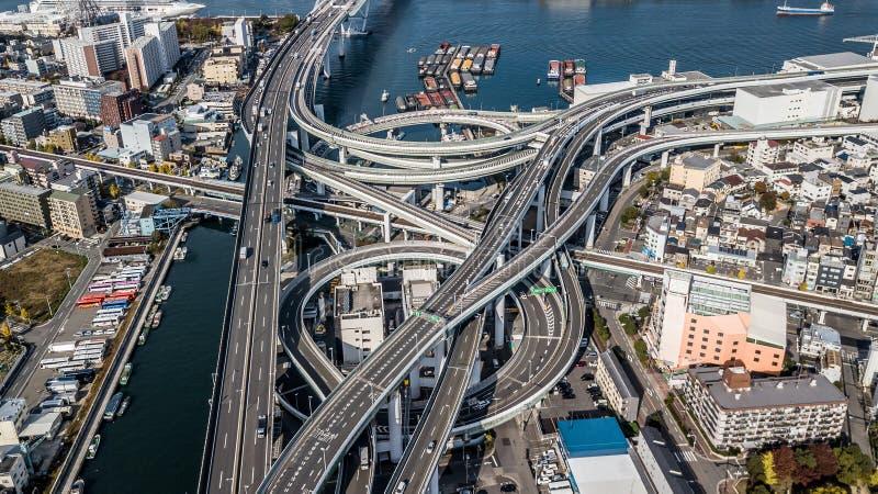 Utbyteshuvudväg och planskild korsning för flyg- sikt i stad av Osaka City, Osaka, Kansai, Japan arkivfoto