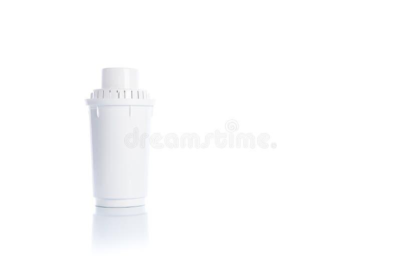 Utbytesvattenfilter på vit bakgrund med reflexion arkivbild