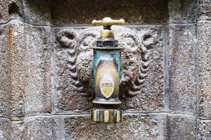 Utdoor中世纪水龙头在圣迈克尔修道院里 免版税图库摄影