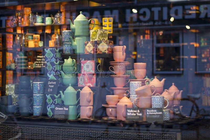 Utensílios da casa do desenhista da loja perto do mercado de Spitalfields fotografia de stock