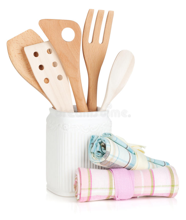 Utensílios da cozinha no suporte e nas toalhas foto de stock royalty free