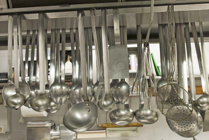 Utens lios em um restaurante da cozinha foto de stock for Utensilios de cocina para zurdos
