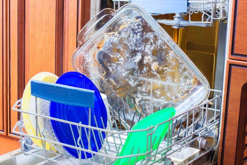 Utensílios sujos na lavagem dos mercadorias fotografia de stock royalty free