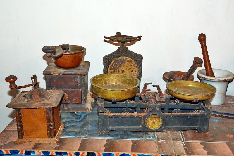 Utensílios velhos da cozinha foto de stock
