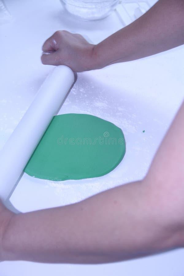 Utensili del forno che preparano il sao di superficie farinoso Paulo Brazil di ricetta della pasta della gomma fotografia stock