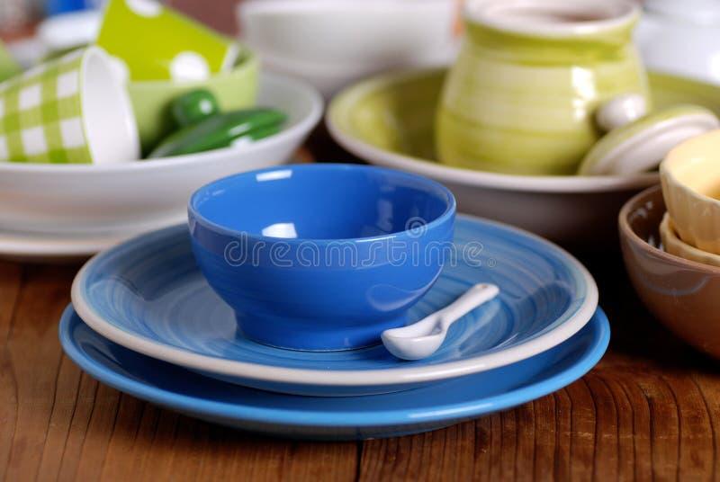 Utensilios de cer mica coloridos de la cocina imagen de for Utensilios de cocina de ceramica
