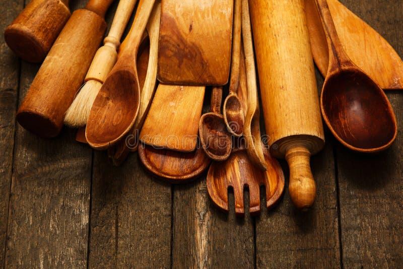 Utensilios de madera de la cocina foto de archivo