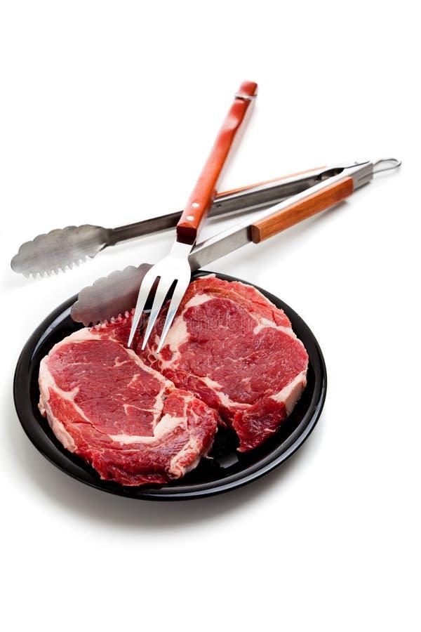 utensils för steak för nötköttmatlagningribeye fotografering för bildbyråer