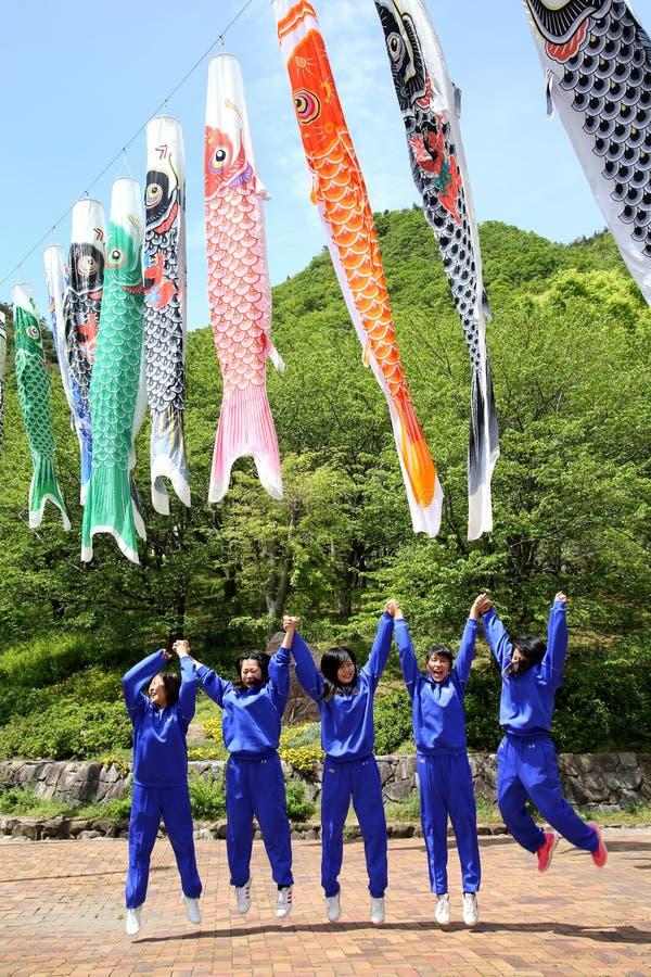 Utfärd av flickor för en japanhögstadium royaltyfria bilder