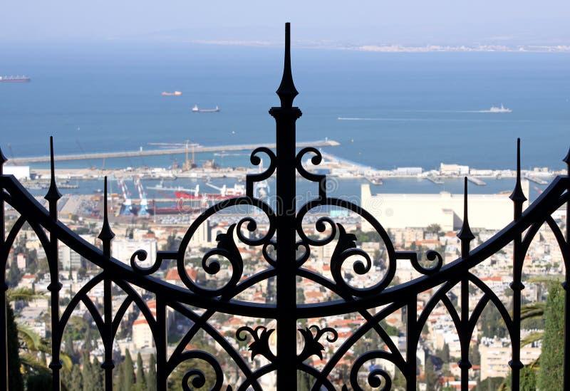 Utfärda utegångsförbud för övreterrassBahai trädgårdar i Haifa arkivbild