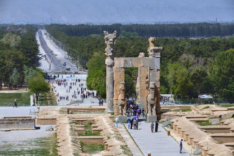 Utfärda utegångsförbud för allra nationer i den forntida perserPersepolis staden, Iran royaltyfri bild