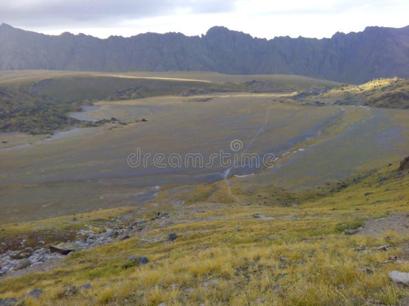 Utfärder i bergen arkivfoton