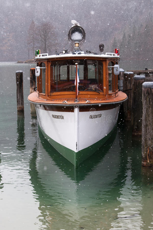 Utfärdfartyg på Koenigssee, Tyskland royaltyfri bild
