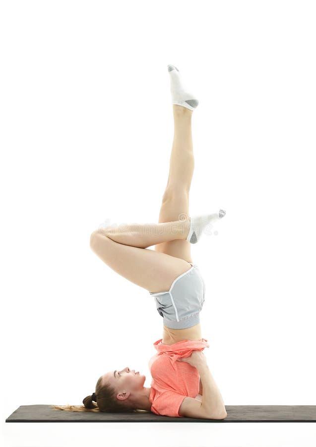 Utförande övning-planka för sportaffärskvinna Foto med kopieringsutrymme fotografering för bildbyråer